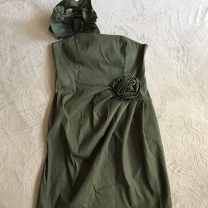 Romeo & Juliet Coulter army green 1 shoulder dress